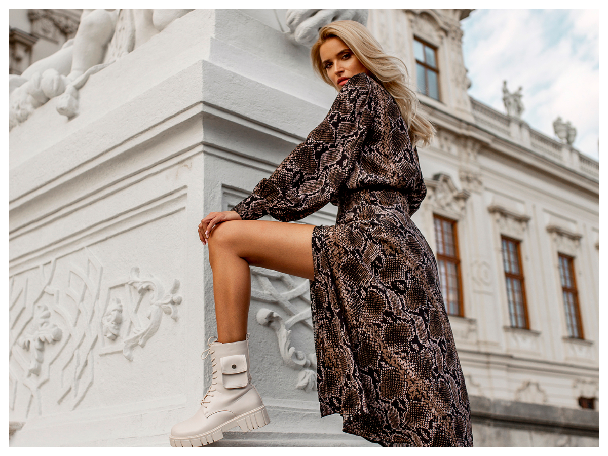 Sukienka w zwierzęce wzory maxi